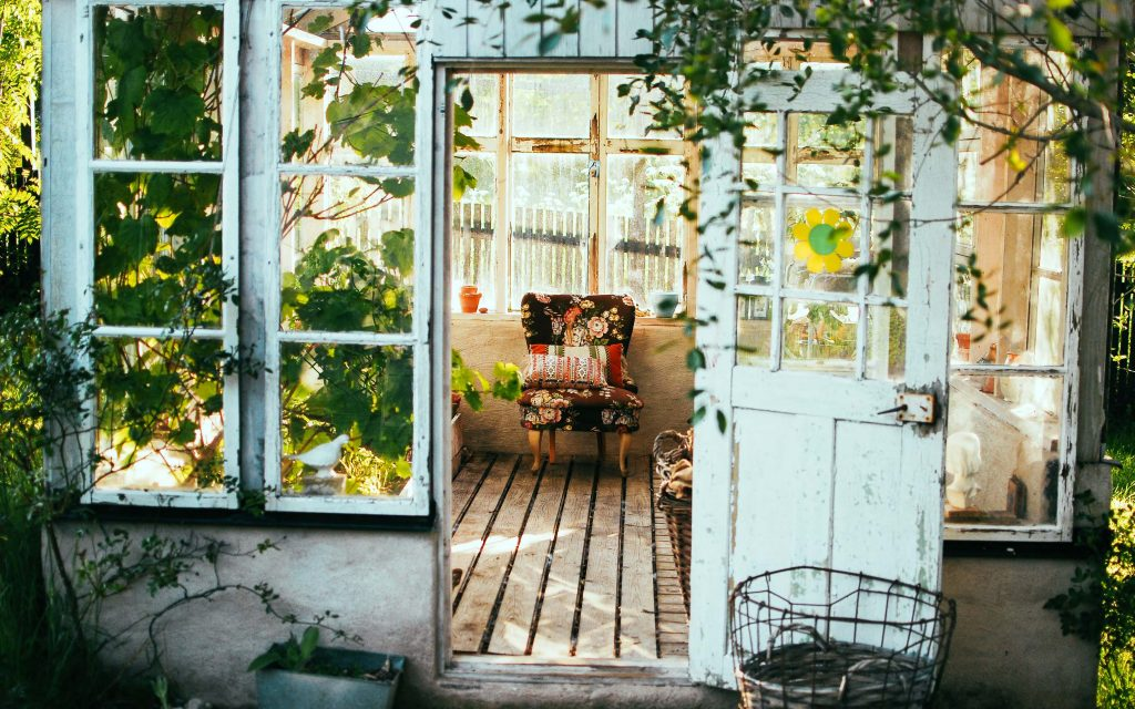 home-is-your-safe-place-photo-arno-smit-unsplash